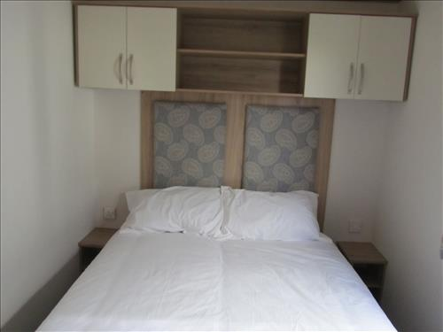 LAGE DOUBLE BEDROOM