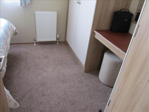 LARGE DOUBLE ROOM FLOOR AREA TO UNDRESS