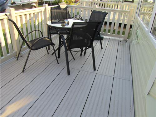 Sun-deck with table & chairs